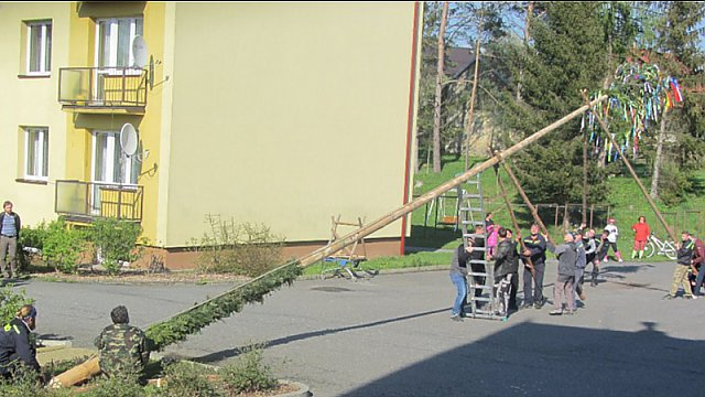 Stavění máje 2017 aneb nečekané drama před Obecním úřadem