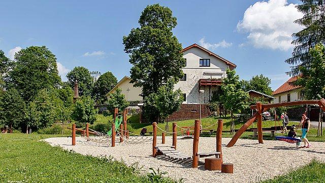 Vybudování dětského hřiště pod kostelem